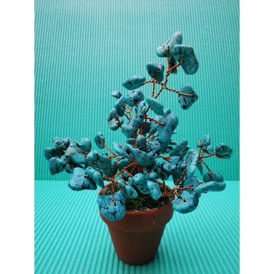 Decorative tree. Bonzai tree with large howlite chips, 72 large natural stones.