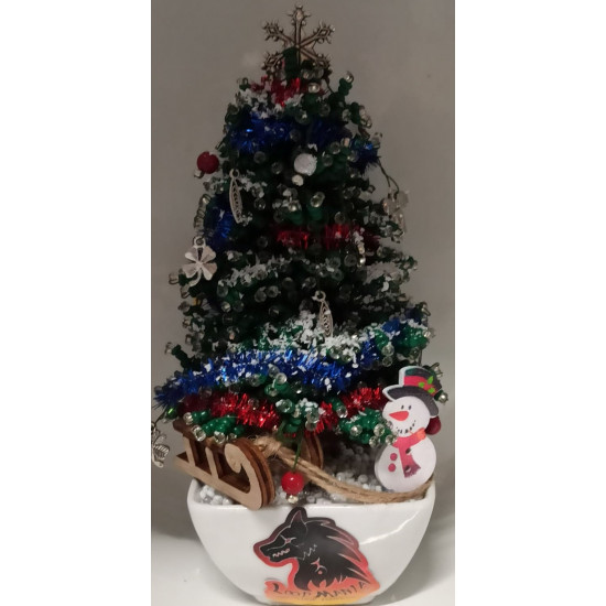 Christmas tree with sand beads with decorations. Height about 16-18 cm.