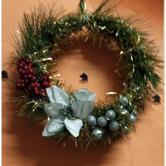 Christmas wreath with artificial fir and tinsel. Size diameter 20-25 cm.