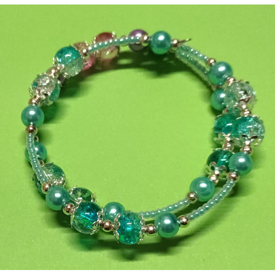 Bracelet made of crackle glass beads, turquoise glass beads, lilac acrylic beads, toho beads caps and silver beads.