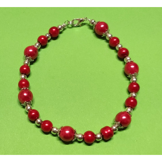 Bracelet 20-21 cm made of red acrylic pearls and silver beads.