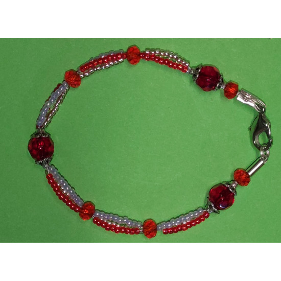 Bracelet made of toho beads, red and cherry faceted glass crystals, Tibetan silver caps. Bracelet 20-21 cm.
