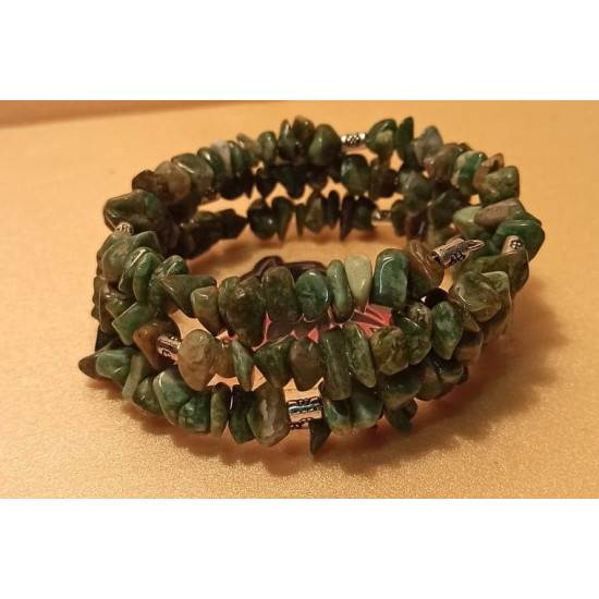 Bracelet made of 5-8 mm chips, African jade, Tibetan silver spacer. The bracelets are made by hand on memory wire, 3 turns.