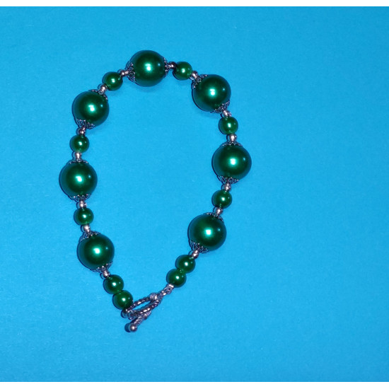 Bracelet about 21.5 cm. Green glass beads and Tibetan silver caps