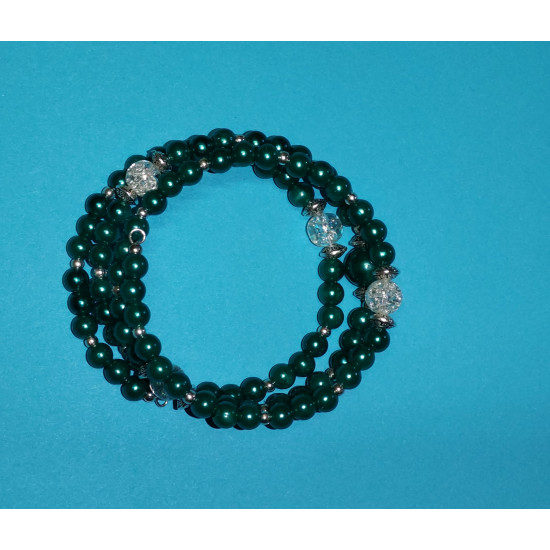 Bracelet 3 turns. Green acrylic beads and transparent crackle glass beads
