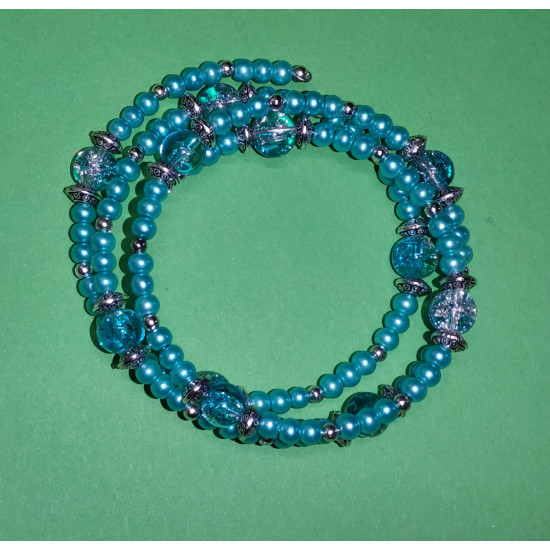 Bracelet 3 turns. Turquoise glass beads and blue-white crackle glass beads