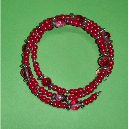 Bracelet 3 turns. Red glass beads and red-white crackle glass beads, Tibetan silver spacer and silver balls. The bracelet is handmade on memory wire.