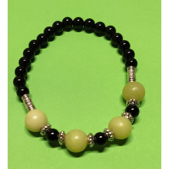Onyx bead bracelet, lemon jade and Tibetan silver spacers. The bracelet is made by hand on an elastic drop.