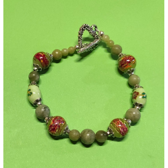 Bracelet about 19.5 cm. Taiwanese olive green jade beads, light green oval porcelain beads, & quot; Glossy & quot; glass beads, silver balls and Tibetan silver caps