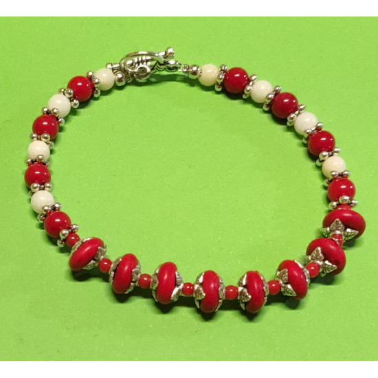 Semi-precious. Bracelet about 20 cm, white and red coral. Spherical coral beads, red coral
