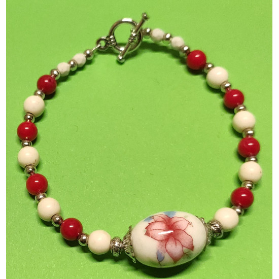 Bracelet about 20 cm, white and red coral. Coral spherical beads and 5.5 mm, faceted spherical magnesite beads, ivory howlit beads 6 mm, Indonesian porcelain beads with pink flowers