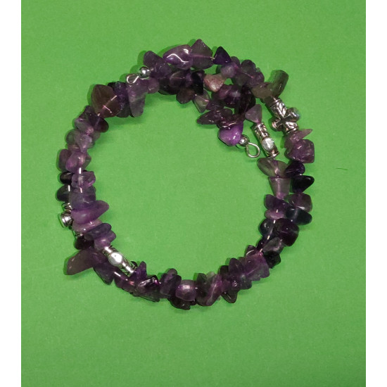 Bracelet made of amethyst beads chips 5-9mm. The bracelets are made by hand on memory wire.