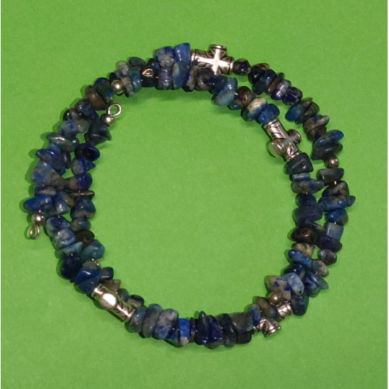 Lapis lazuli chips bead bracelet 4-8mm. The bracelets are made by hand on memory wire. Universal size.