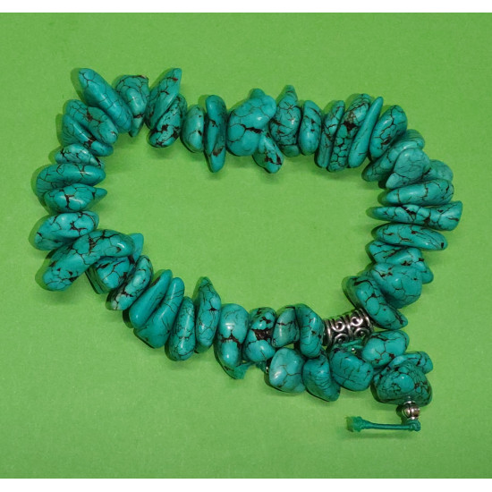 Bracelet made of beads howlit 8 * 20mm (large) nature. The bracelets are made by hand on a cord with elastic.