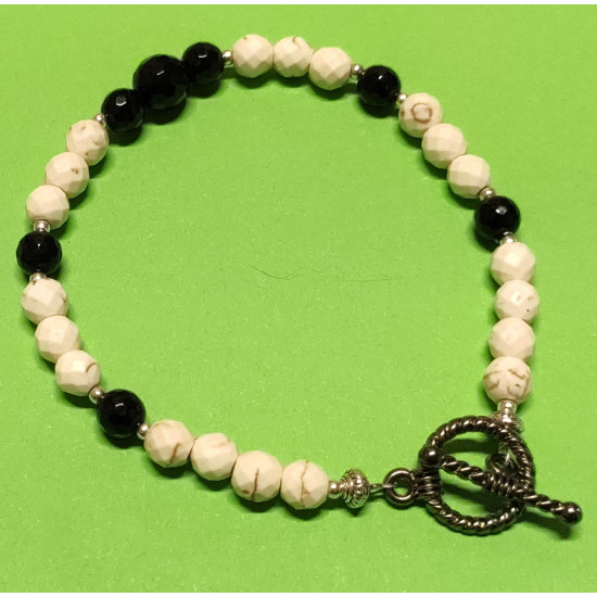 Black onyx and magnesite bracelet ab. Faceted spherical onyx beads
