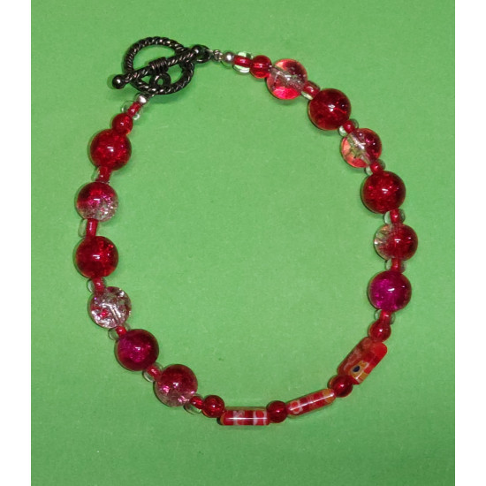 Bracelet about 21 cm Red glass beads.