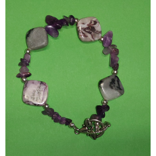 Bracelet about 21 cm with rhombus semiprecious stones and amethyst chips