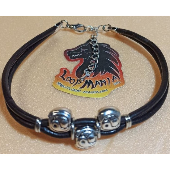 Leather bracelet with metal beads. Made of 3mm natural leather 3 Tibetan silver beads and 2 silver plated links. Universal size with silver lobster clasps and 5 cm silver plated extension.