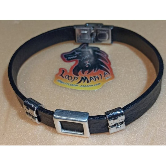 Natural leather cord bracelet. Made of 10 mm black leather cord, silver clamp spacer and anchor / rectangular zamak spacer / stainless steel rectangular slider. Stainless steel band locks. Size model 1 = 22.2 cm, mode l 2 = 23 cm, model 3 = 22.2 cm.