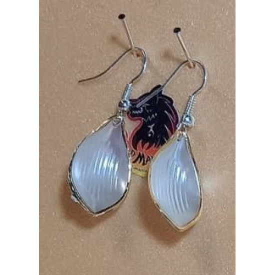 Silver-plated pearly and twisted leaf earrings. CER034-1 = 4 cm, CER034-2 = 4 cm, with cakes with everything.