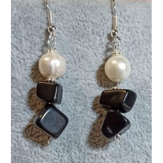 Earrings made of large onyx chips and natural cultured pearls with spacers and silver-plated cakes.  CER037-1 = 5 cm.