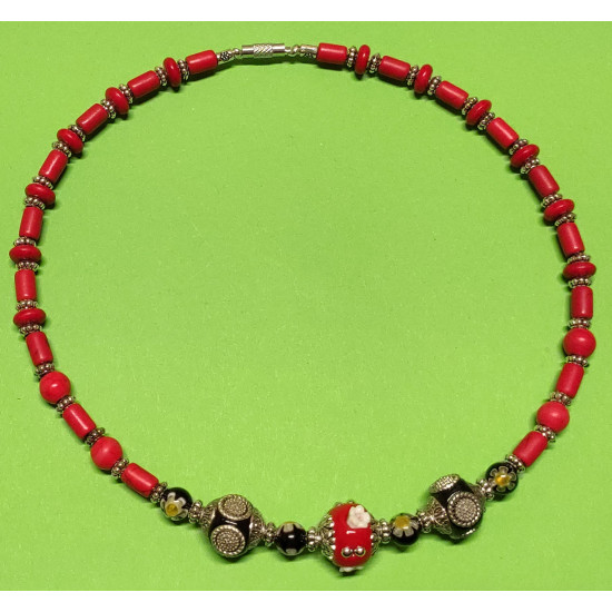 Necklace about 44 cm. Semi-precious red, coral howlit, Tibetan silver spacers.
