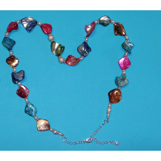 Necklace about 62 cm, made of silicone wire, and silver-plated metal chain, mother-of-pearl stones.