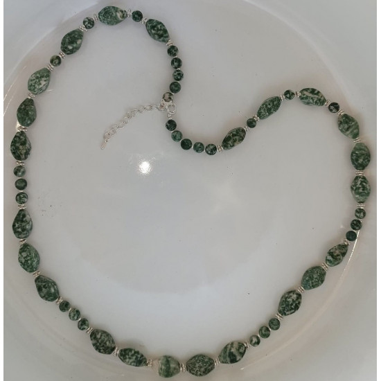 Green spot green necklace and green garnet agate length about 68 cm + 5 cm silver-plated extension cord.