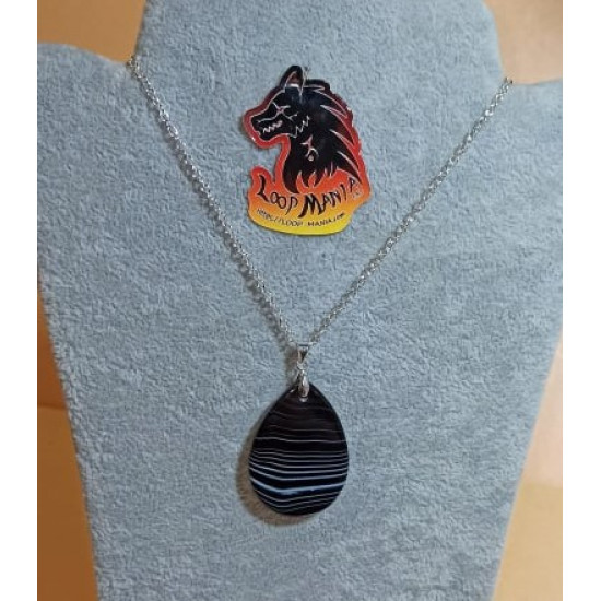 55 cm necklace with striped gray agate pendant 40 / 45mm long, 28 / 30mm wide. (1pc) cm and silver plated accessories. Handmade on silicone wire, silver-plated lobster clasp.