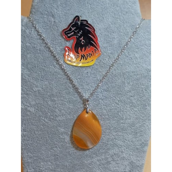 55 cm necklace with striped yellow agate pendant 40 / 45mm long, 28 / 30mm wide. (1pc) cm and silver plated accessories. Handmade on silicone wire, silver-plated lobster clasp.