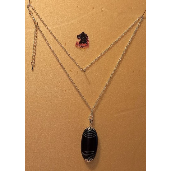 Necklace silver plated chain with onyx pendant. Base necklace plated with silver 51cm long, za 3x2mm and pendant beads - oval onyx with design 40x20mm.