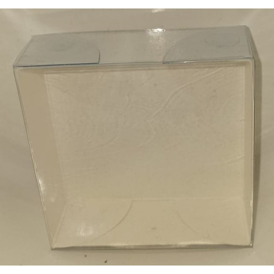 Boxes with white cardboard bottom, transparent plastic lid. Dimensions 8x8cm, height 3 cm.