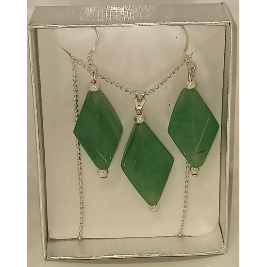 45cm chain and silver plated accessories with pendant and rhombic aventurine semiprecious stone earrings.