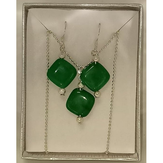 45cm chain and silver plated accessories with pendant and diamond green jade semiprecious stone earrings.