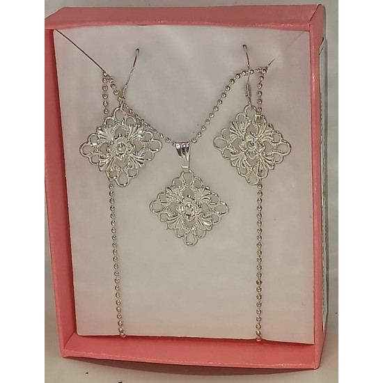 45cm chain and earrings with silver-plated connector and accessories.