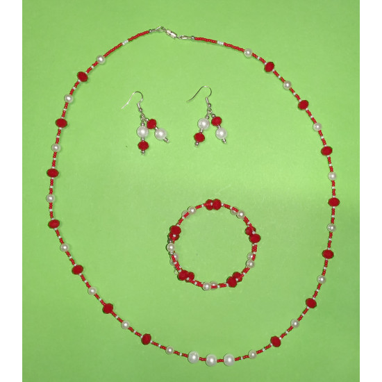 Set: necklace-earrings-bracelet: Necklace about 65 cm with toho beads, multifaceted glass beads, white acrylic pearls.