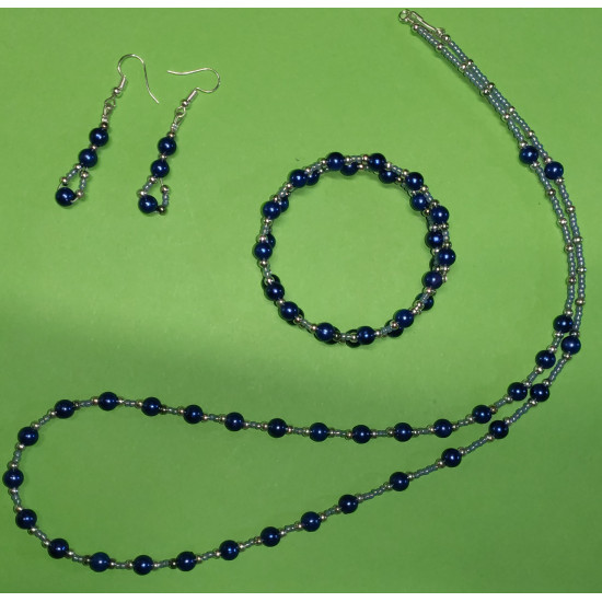 Set: necklace-earrings-bracelet: necklace about 65 cm, silver beads, toho beads, navy glass pearls.