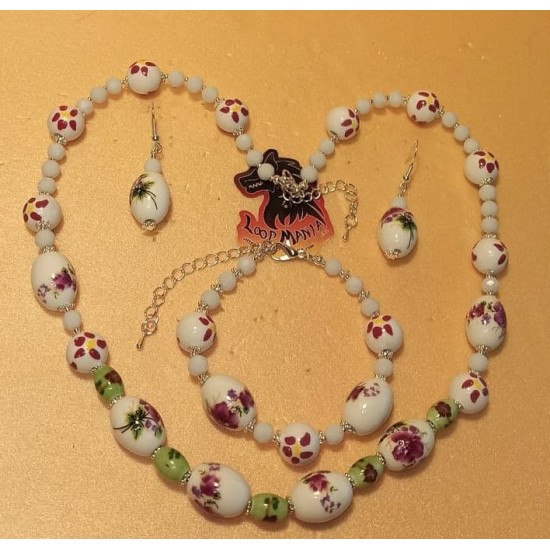 Necklace-earrings-bracelet set made of porcelain beads and white glass. Spherical, white porcelain beads with red flowers, oval porcelain beads, light green oval porcelain beads, needles, cakes and silver-plated daisy spacers, silicone wire. 54cm + 5 cm s