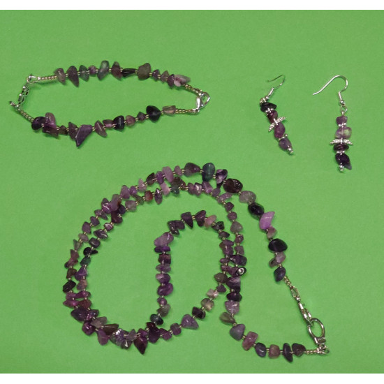 Set: necklace-earrings-bracelet. Necklace about 65 cm. made of amethyst chips with lobster clasps.