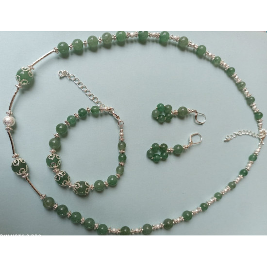 NECKLACE-EARRINGS-BRACELET SET Aventurin green semiprecious gemstone set. Made of silicone wire with silver plated accessories.