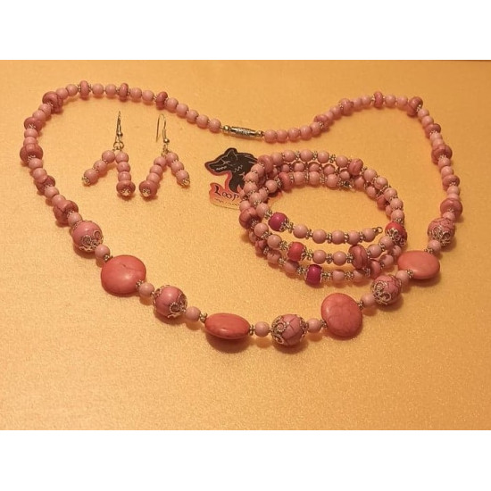 Set: necklace - bracelet. Necklace between 54 and 65 cm + 5 cm extension, howlite beads of different colors, wire bracelet with 1-2-3 turns memory and silver plated accessories. The necklace is made by hand on silicone wire.