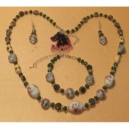 Set of necklace-earrings-bracelet made of porcelain beads and green glass. Spherical, white porcelain beads with red flowers, oval porcelain beads, light green oval porcelain beads, needles, cakes and silver-plated daisy spacers, silicone wire. 60cm + 5 c