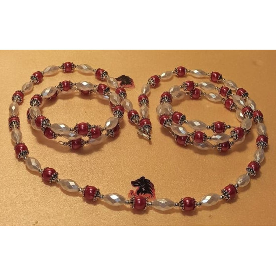 Necklace set + 2 bracelets made of glass beads, spheres and faceted barrels. Made of silicone wire with 8 mm glass beads and 14 mm faceted barrels, silver balls and Tibetan silver caps. 66 cm necklace and wire bracelet with memory 2 turns universal size.