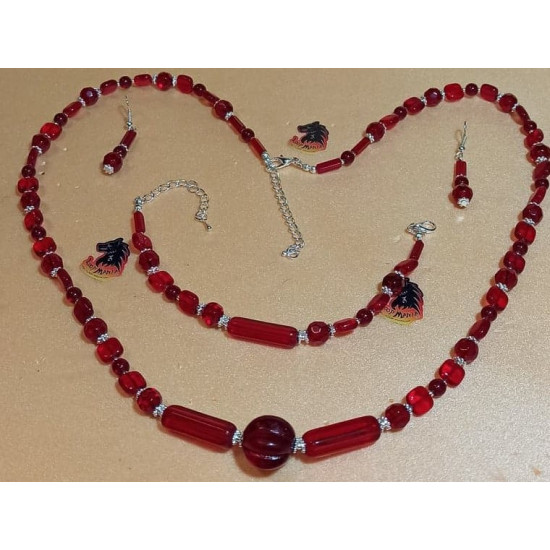 Set: necklace-earrings-bracelet: necklace about 70 cm + 5 cm extension plated with silver, handmade on silicone wire made of burgundy glass beads, silver-plated daisy spacer, silver lobster clasps. Bracelets 18cm + 5 cm silver extension. Earrings without